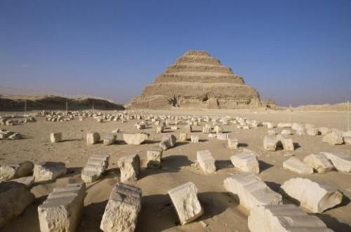 pyramide saqqara.jpg
